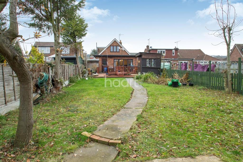 3 Bedrooms Detached House for sale in Selbourne Road, Benfleet