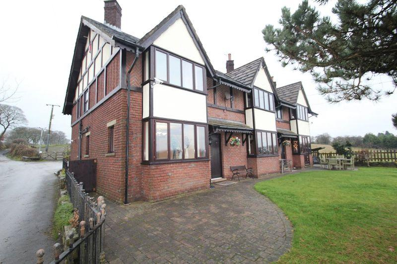 3 Bedrooms Semi Detached House for rent in Jowkin Lane, Bamford, Rochdale