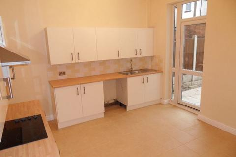 3 bedroom terraced house to rent - Halton Street, Bolton