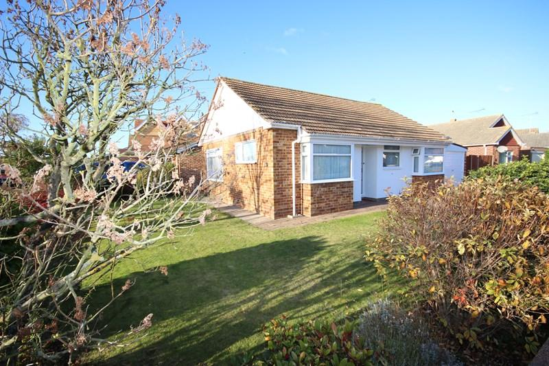 2 Bedrooms Detached Bungalow for sale in Colthorpe Road, Clacton-On-Sea