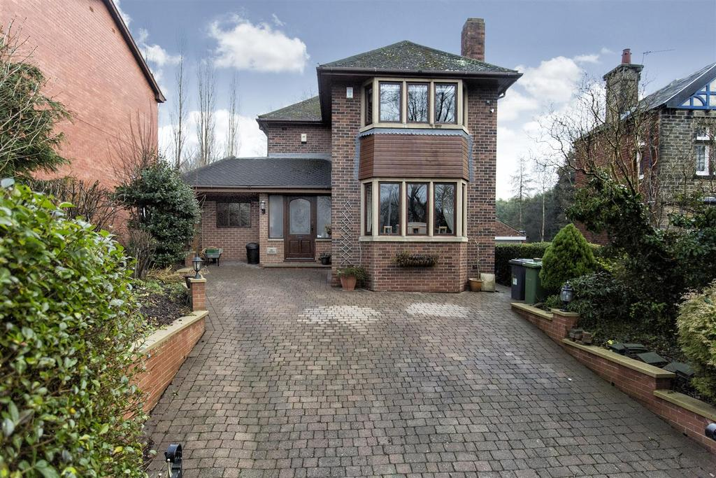 3 Bedrooms Detached House for sale in Red Chimneys, 12 Oxford Road, Gomersal