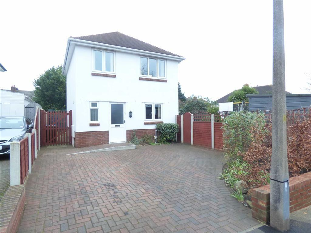 3 Bedrooms Detached House for sale in Hobbs Road, Bournemouth, Dorset, BH12