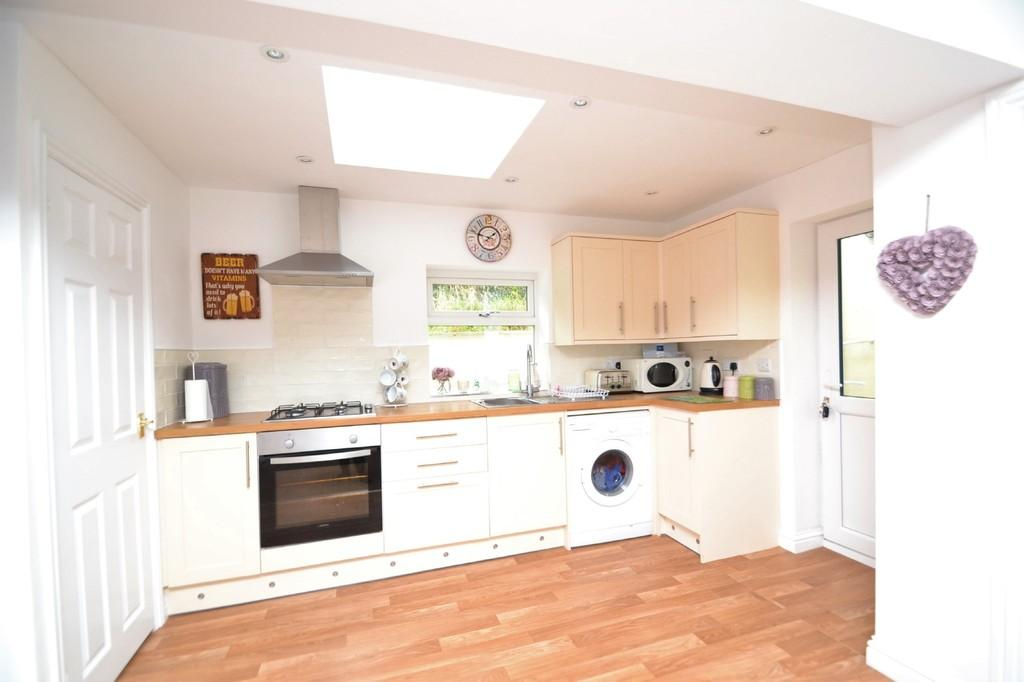 2 Bedrooms Semi Detached House for sale in West Street, Brading