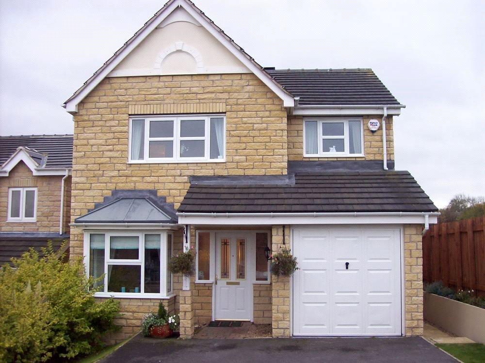 4 Bedrooms Detached House for sale in East Street, Lindley, Huddersfield, HD3