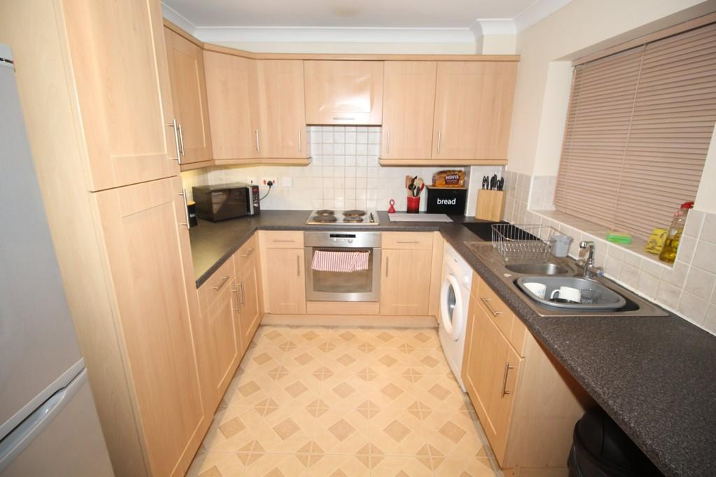 2 Bedrooms Ground Flat for sale in Rivermead Court , Wakefield