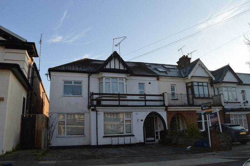 1 Bedroom Ground Flat for sale in Lovelace Avenue, Southend-On-Sea
