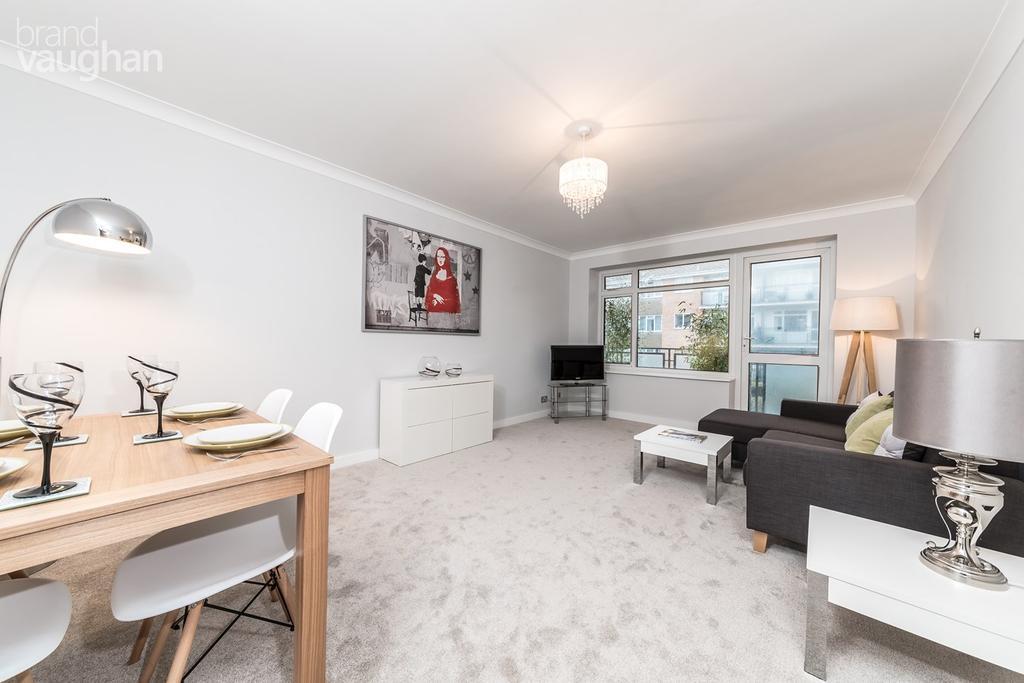 2 Bedrooms Flat for sale in Westbrook, Brighton, BN2