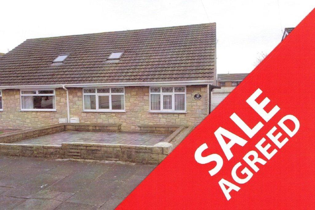 3 Bedrooms Semi Detached Bungalow for sale in FULMAR ROAD, NOTTAGE, PORTHCAWL, CF36 3PW