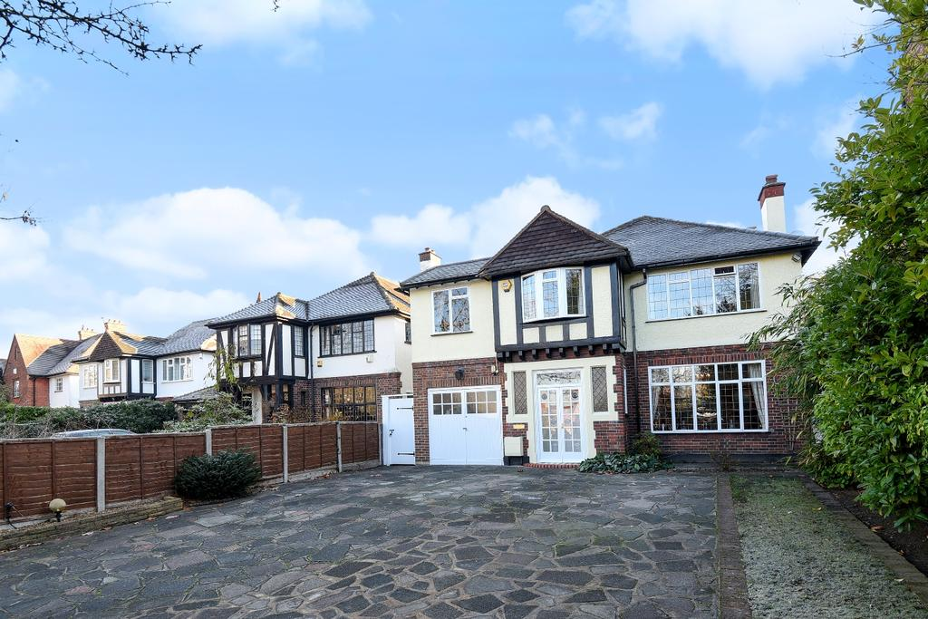 5 Bedrooms Detached House for sale in Copers Cope Road Beckenham BR3