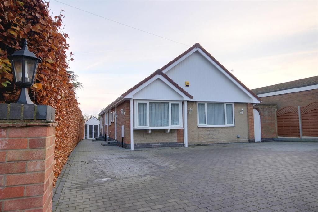 3 Bedrooms Detached Bungalow for sale in The Fairway, West Ella, Hull