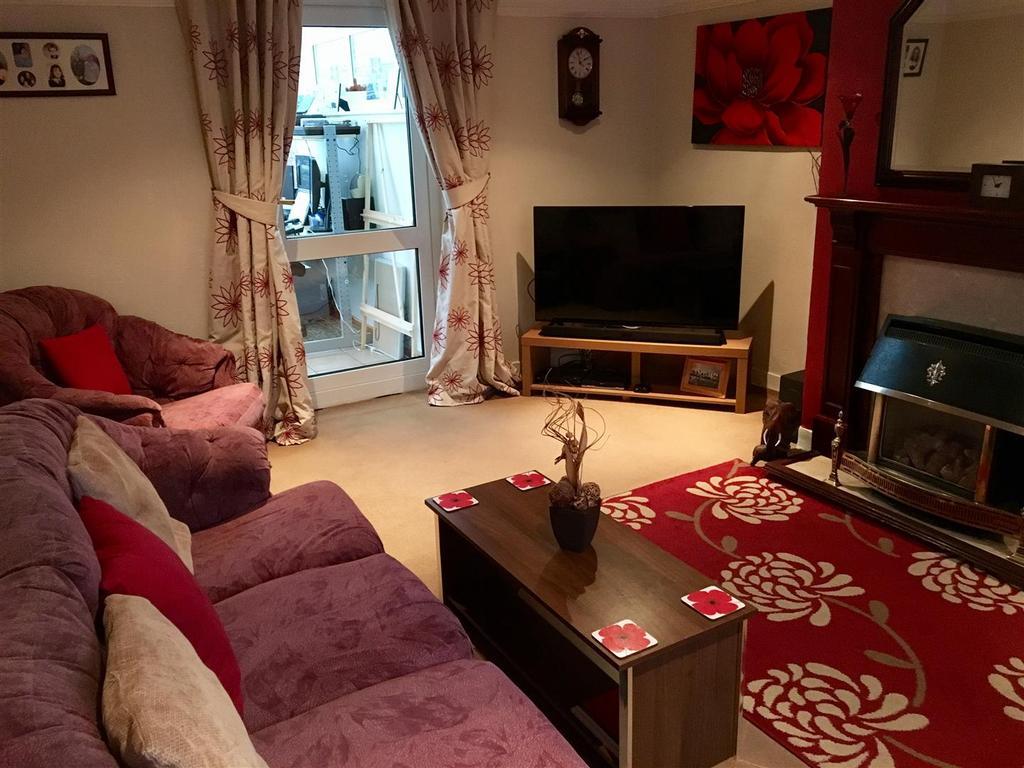 3 Bedrooms Semi Detached House for sale in Wallerscote Road, Weaverham