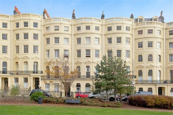 2 Bedrooms Flat for sale in Brunswick Square, Hove, East Sussex