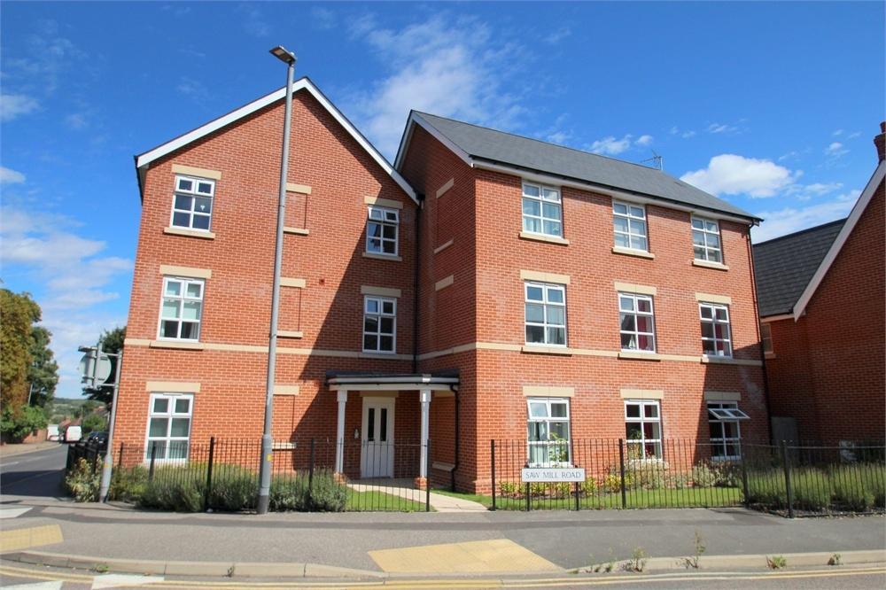 2 Bedrooms Flat for sale in Saw Mill Road, Colchester, Essex