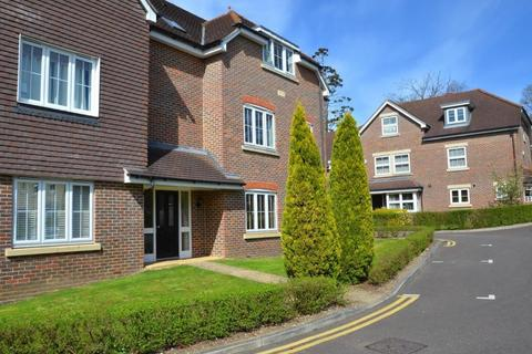 2 bedroom flat to rent - Cranwells Lane, Farnham Common, SL2