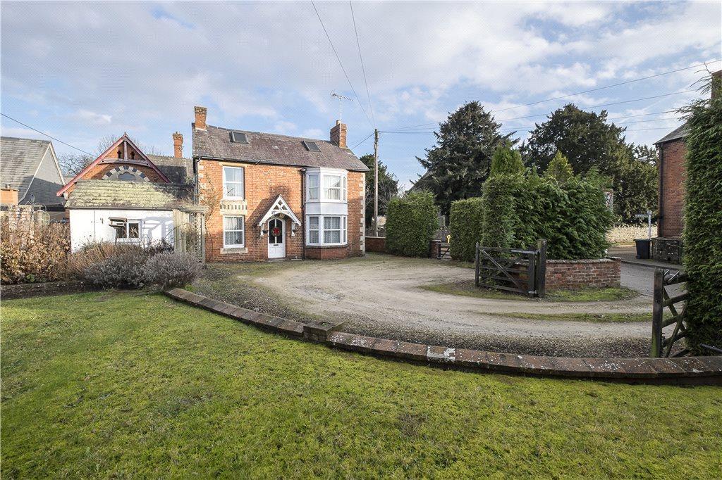 3 Bedrooms Detached House for sale in Ivington, Leominster, HR6
