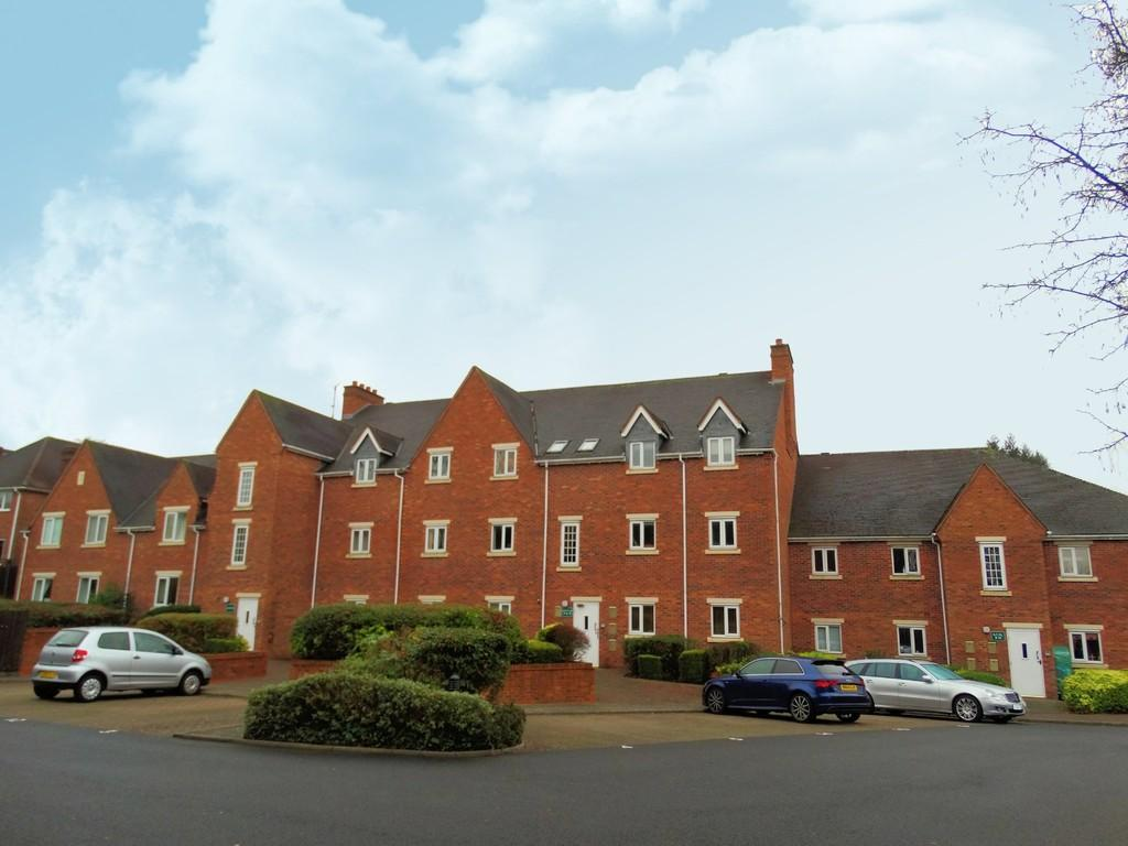 2 Bedrooms Apartment Flat for sale in Yew Tree Lane, Solihull
