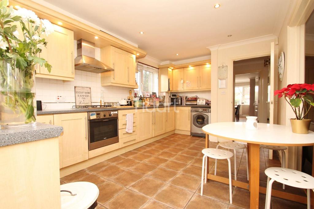 4 Bedrooms Semi Detached House for sale in Main Road, Orpington