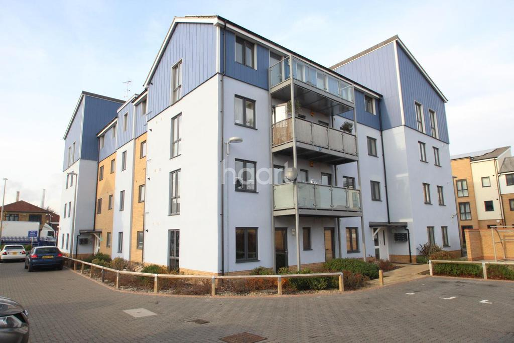 2 Bedrooms Flat for sale in Anglia Way, South Ockendon