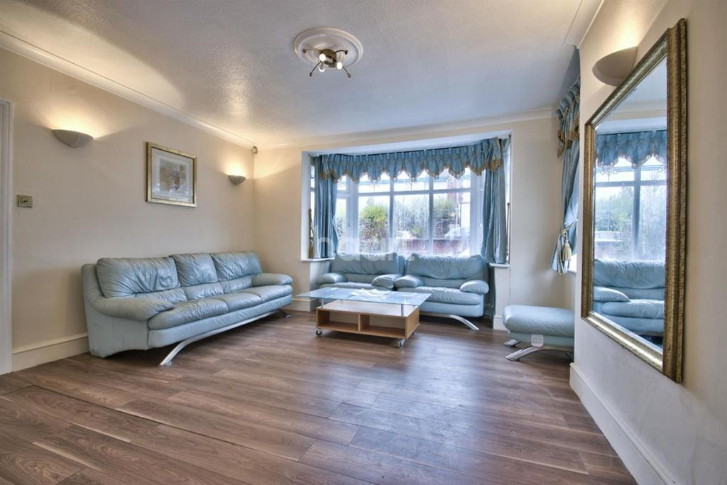4 Bedrooms Semi Detached House for sale in Park Chase, Wembley Park