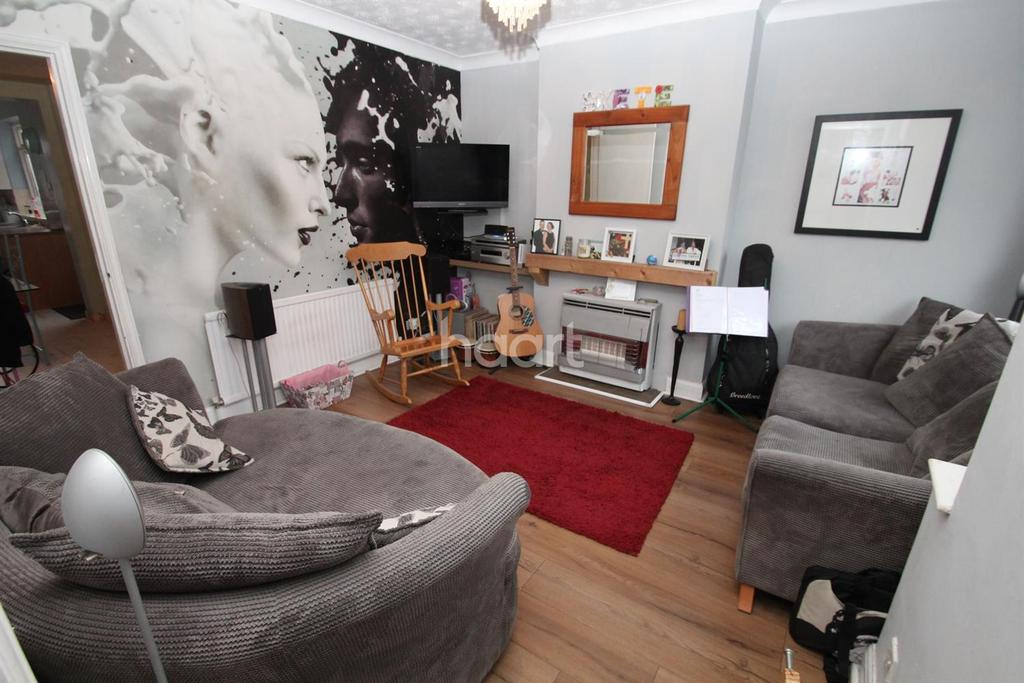 3 Bedrooms End Of Terrace House for sale in Cavendish Avenue