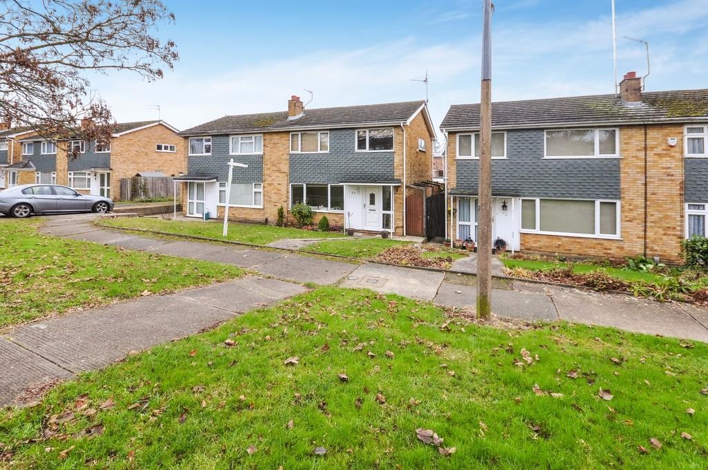 3 Bedrooms Semi Detached House for sale in Porters Brook Walk, Colchester