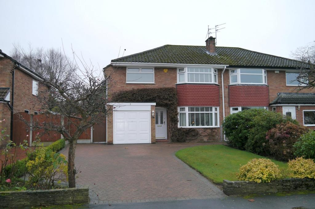 3 Bedrooms Semi Detached House for sale in Woburn Drive, Hale