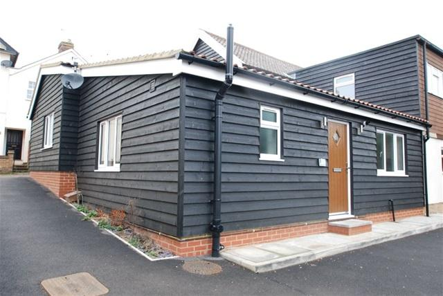 2 Bedrooms Terraced Bungalow for sale in Woodfield Mews, Stansted, Stansted