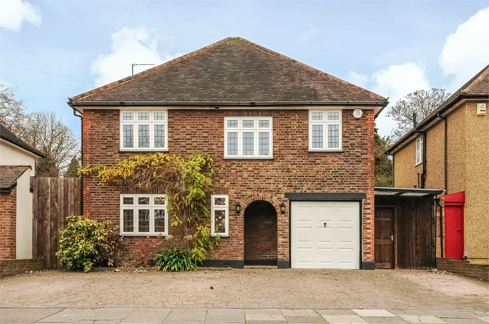 4 Bedrooms Detached House for sale in Woodland Drive, Watford, Hertfordshire, WD17