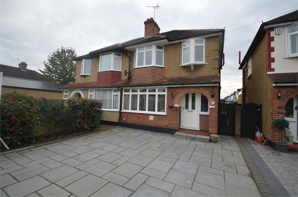 3 Bedrooms Semi Detached House for sale in Moss Road, Garston, Hertfordshire, WD25