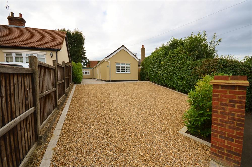 2 Bedrooms Detached Bungalow for sale in Sheepcot Lane, Garston, Hertfordshire, WD25