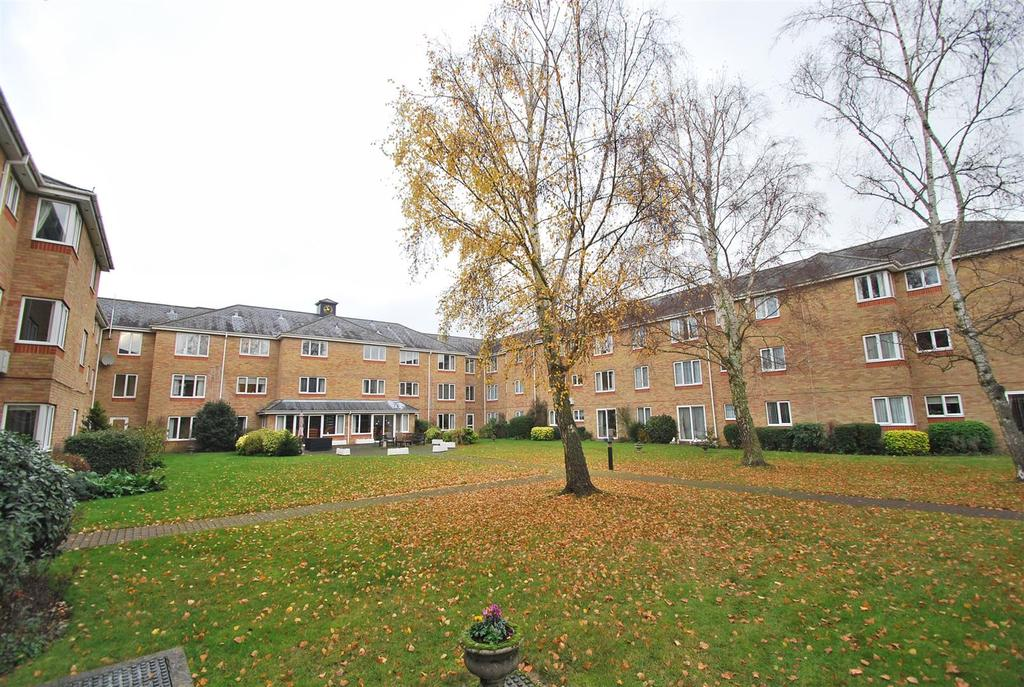 1 Bedroom Flat for sale in Cryspen Court, Bury St. Edmunds