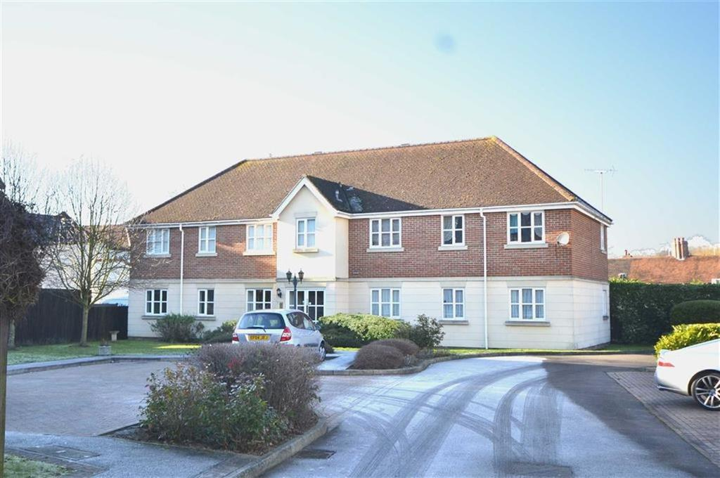 2 Bedrooms Flat for sale in The Heights, Theydon Bois, Essex, CM16