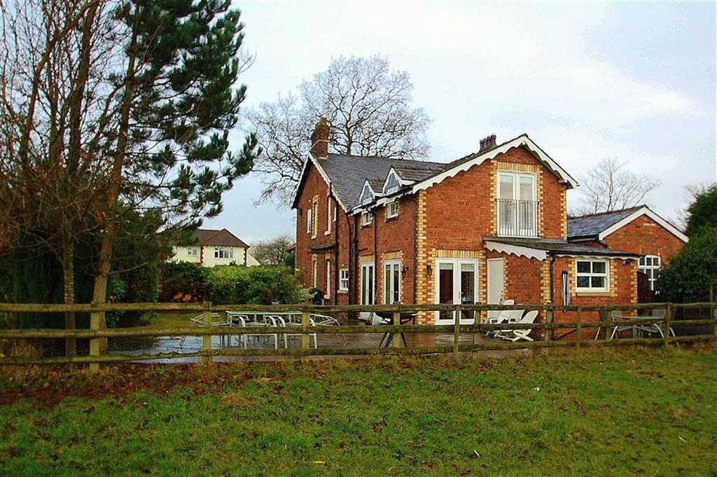 3 Bedrooms Semi Detached House for sale in Handforth Road, Wilmslow, Cheshire