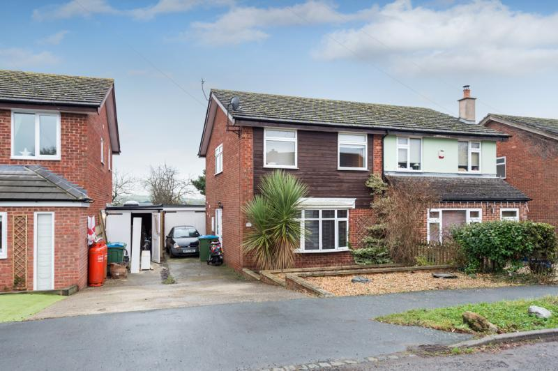 3 Bedrooms Semi Detached House for sale in College Crescent, Oakley, Aylesbury