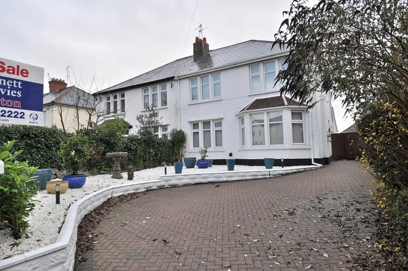 4 Bedrooms Semi Detached House for sale in 42 Millbrook Road, Dinas Powys, The Vale Of Glamorgan. CF64 4DA