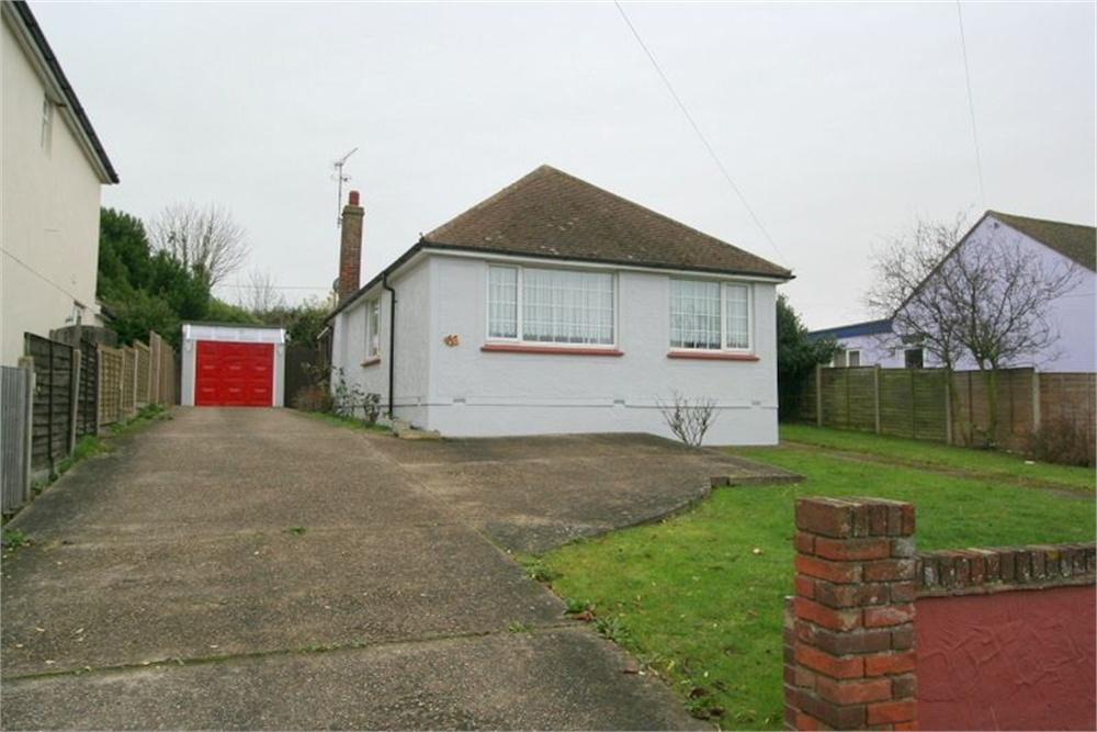 2 Bedrooms Detached Bungalow for sale in Walton Road, WALTON ON THE NAZE, Essex