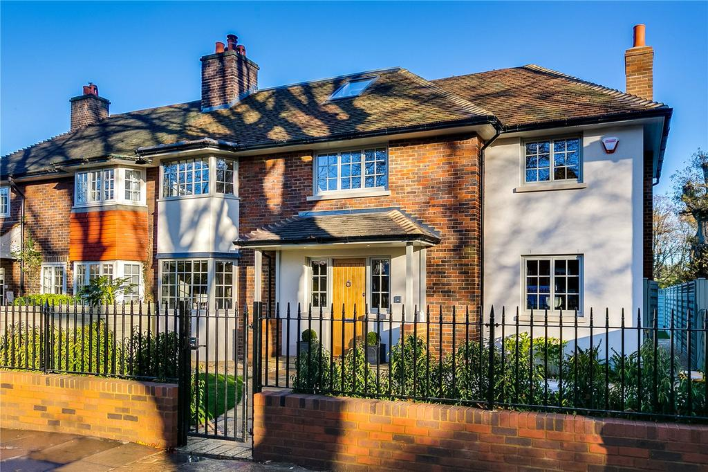 5 Bedrooms Semi Detached House for sale in Hertford Avenue, London