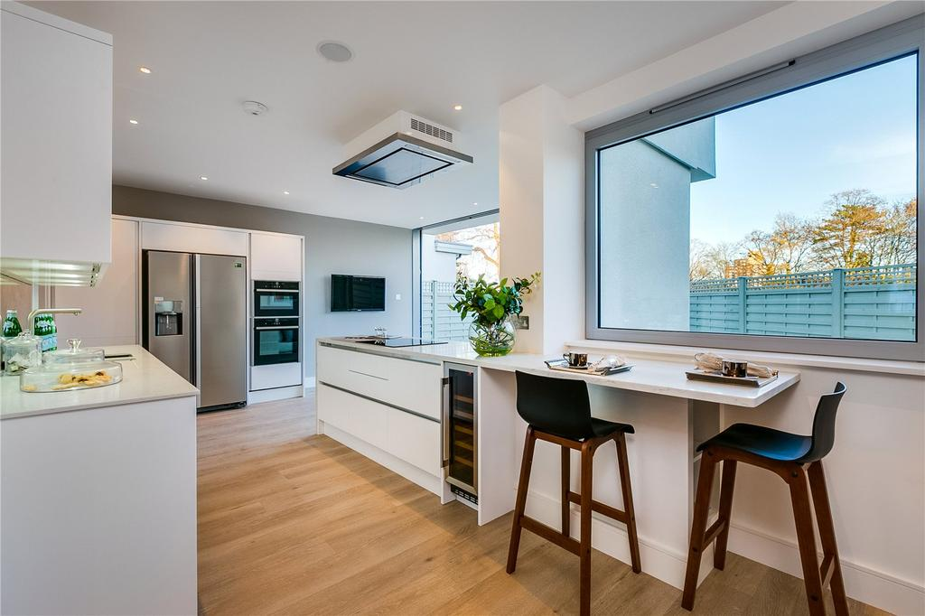 4 Bedrooms Detached House for sale in Hertford Avenue, London