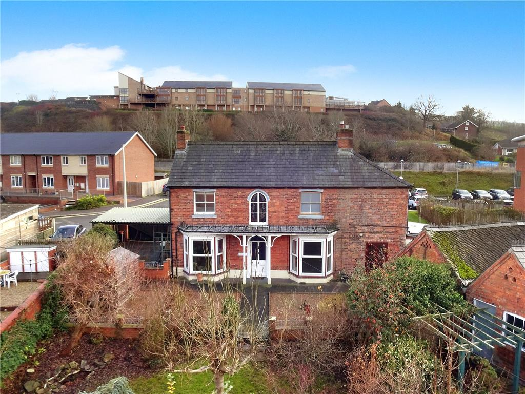 4 Bedrooms Detached House for sale in New Road, Newtown, Powys