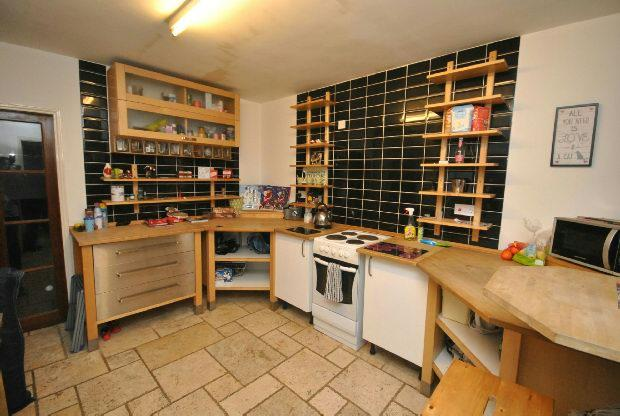 2 Bedrooms Flat for sale in Hainton Avenue, GRIMSBY