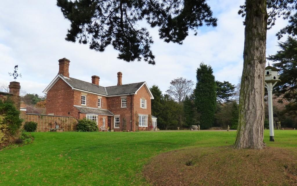 4 Bedrooms Detached House for sale in Maker Lane, Hoar Cross