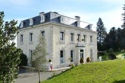 8 bedroom house  - Near Pau, Jurancon Wine Region, Pyrenees Atlantiques, Aquitaine