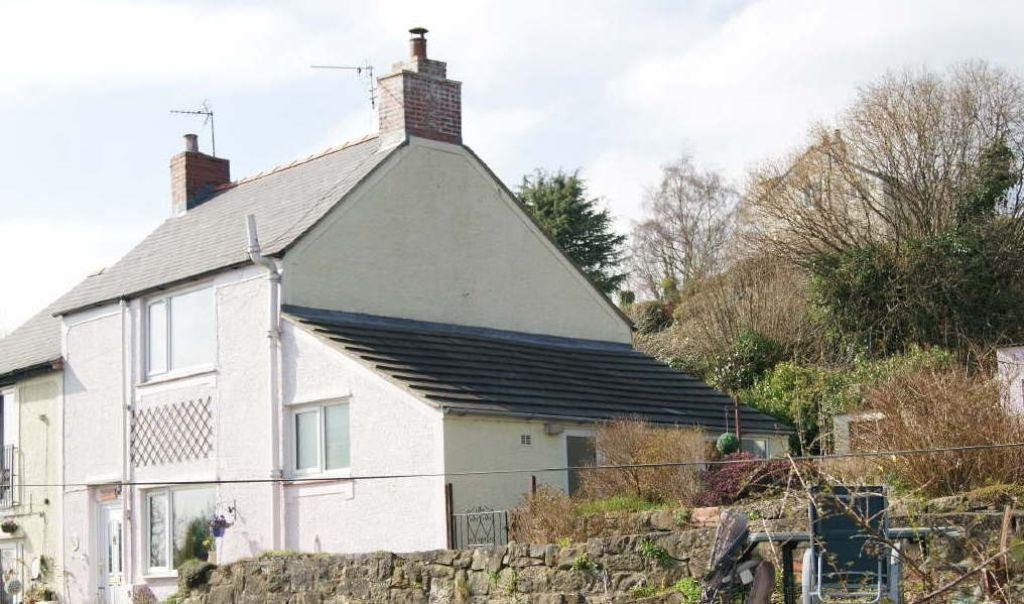 2 Bedrooms Semi Detached House for sale in Rock Hill, Cefn Mawr, Wrexham