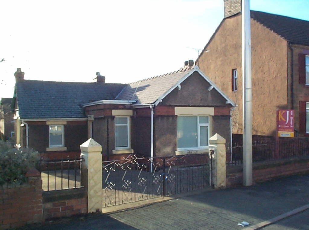 3 Bedrooms Detached Bungalow for sale in Clayton Road, Pentre Broughton
