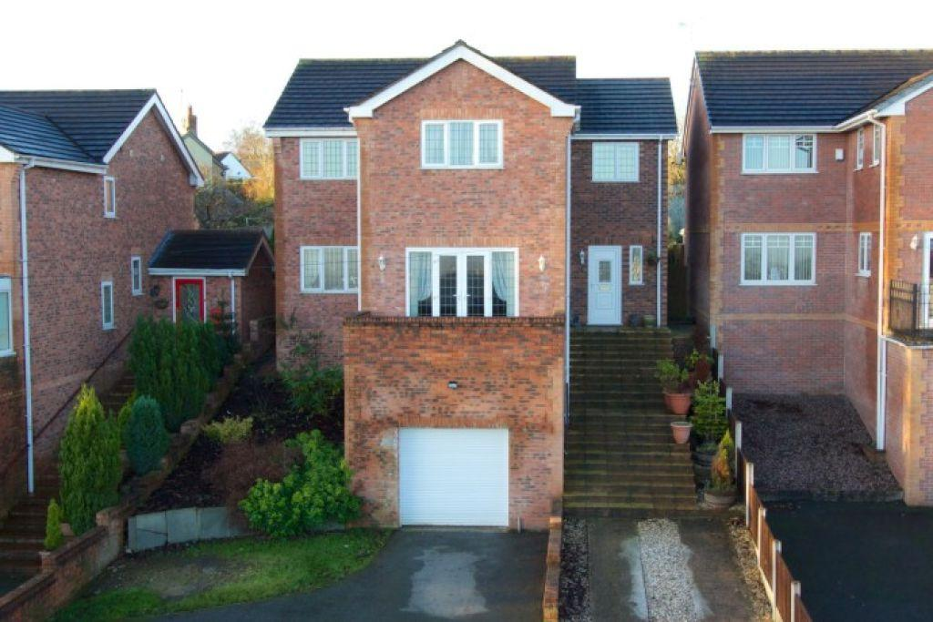 5 Bedrooms Detached House for sale in Penygelli Court, Coedpoeth, Wrexham