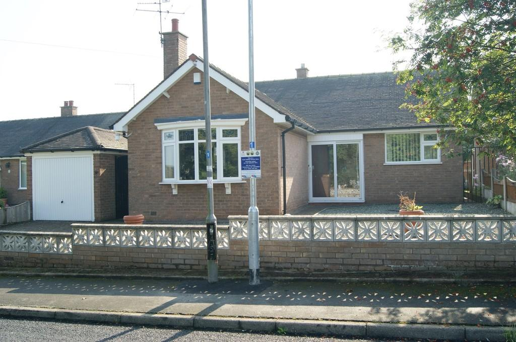 2 Bedrooms Detached Bungalow for sale in Ty Gwyn, Wrexham