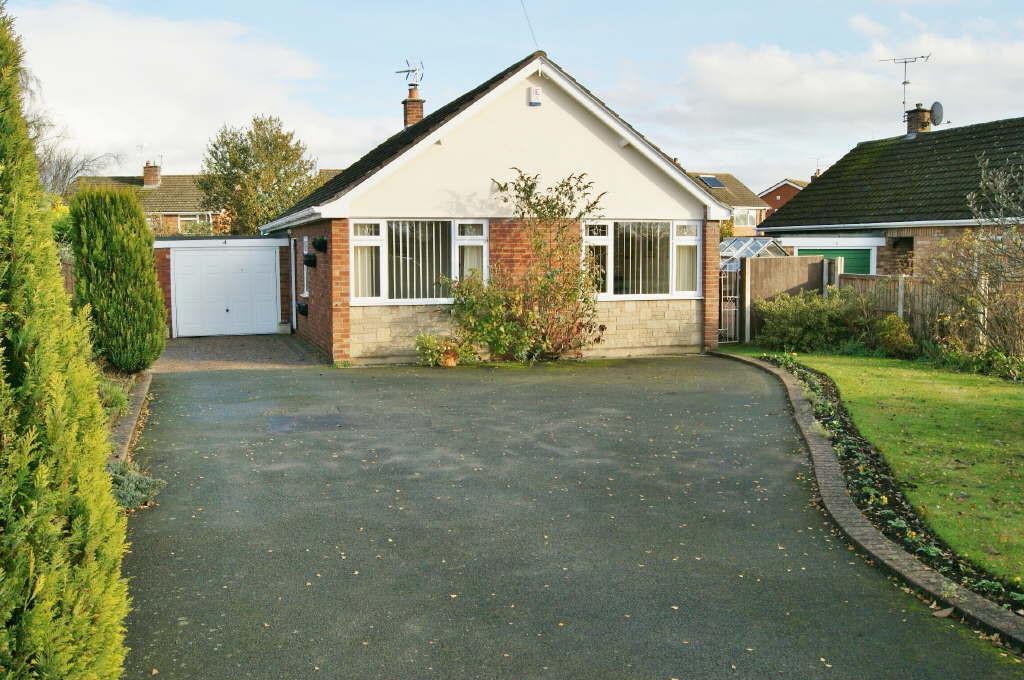 3 Bedrooms Detached Bungalow for sale in Berwyn Close, Marchwiel