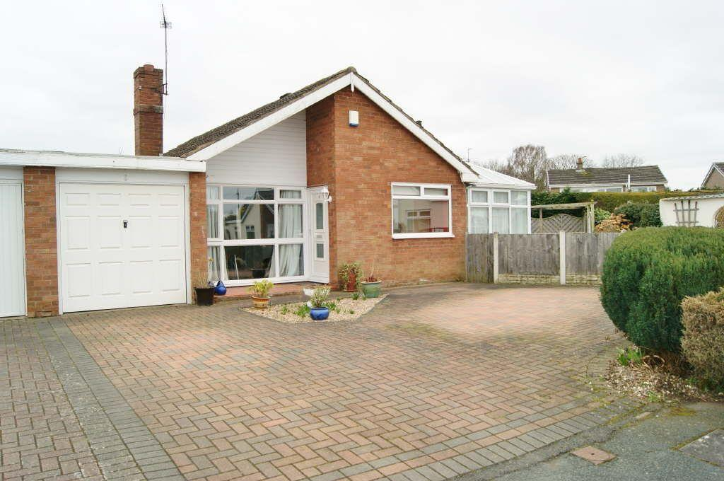 3 Bedrooms Detached Bungalow for sale in Borras, Wrexham