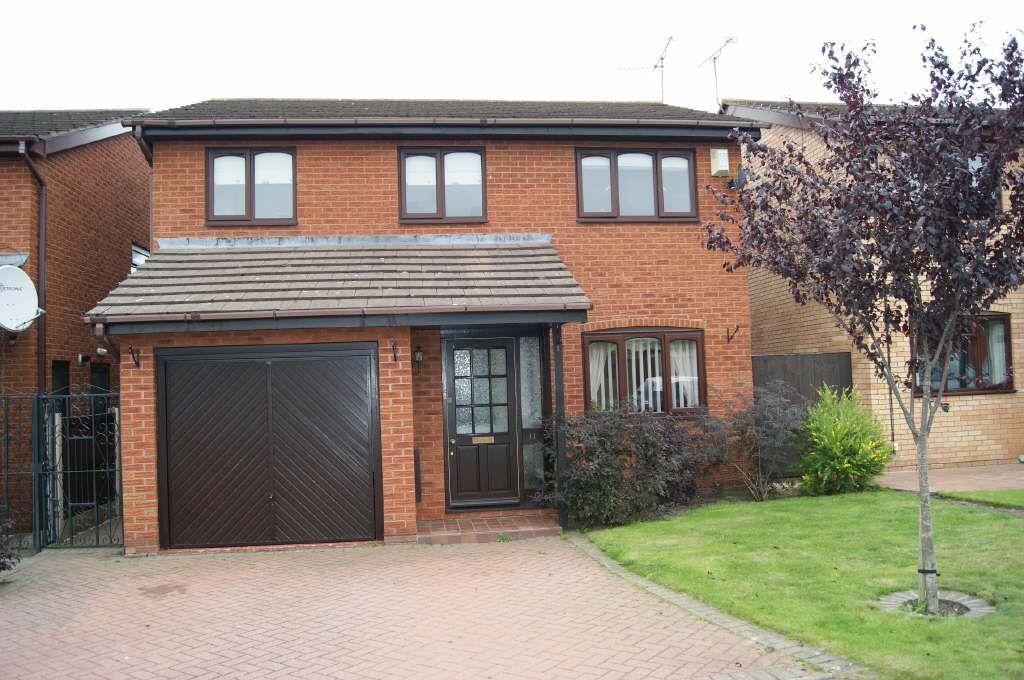 4 Bedrooms Detached House for sale in Green Meadows, New Broughton, Wrexham