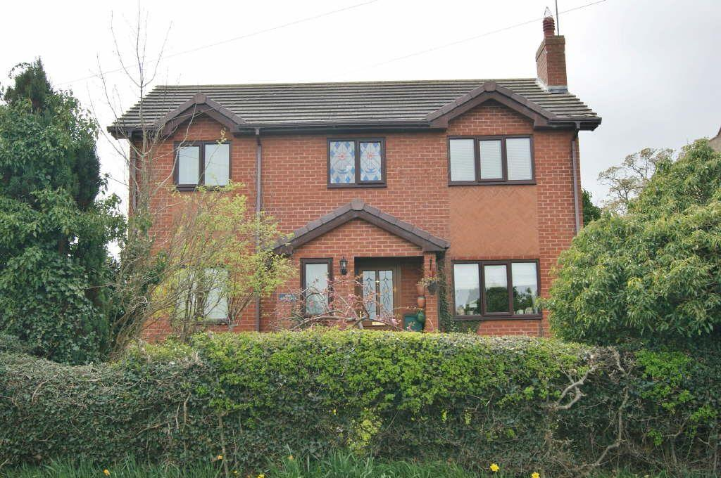 4 Bedrooms Detached House for sale in Bangor Road, Marchwiel, Wrexham